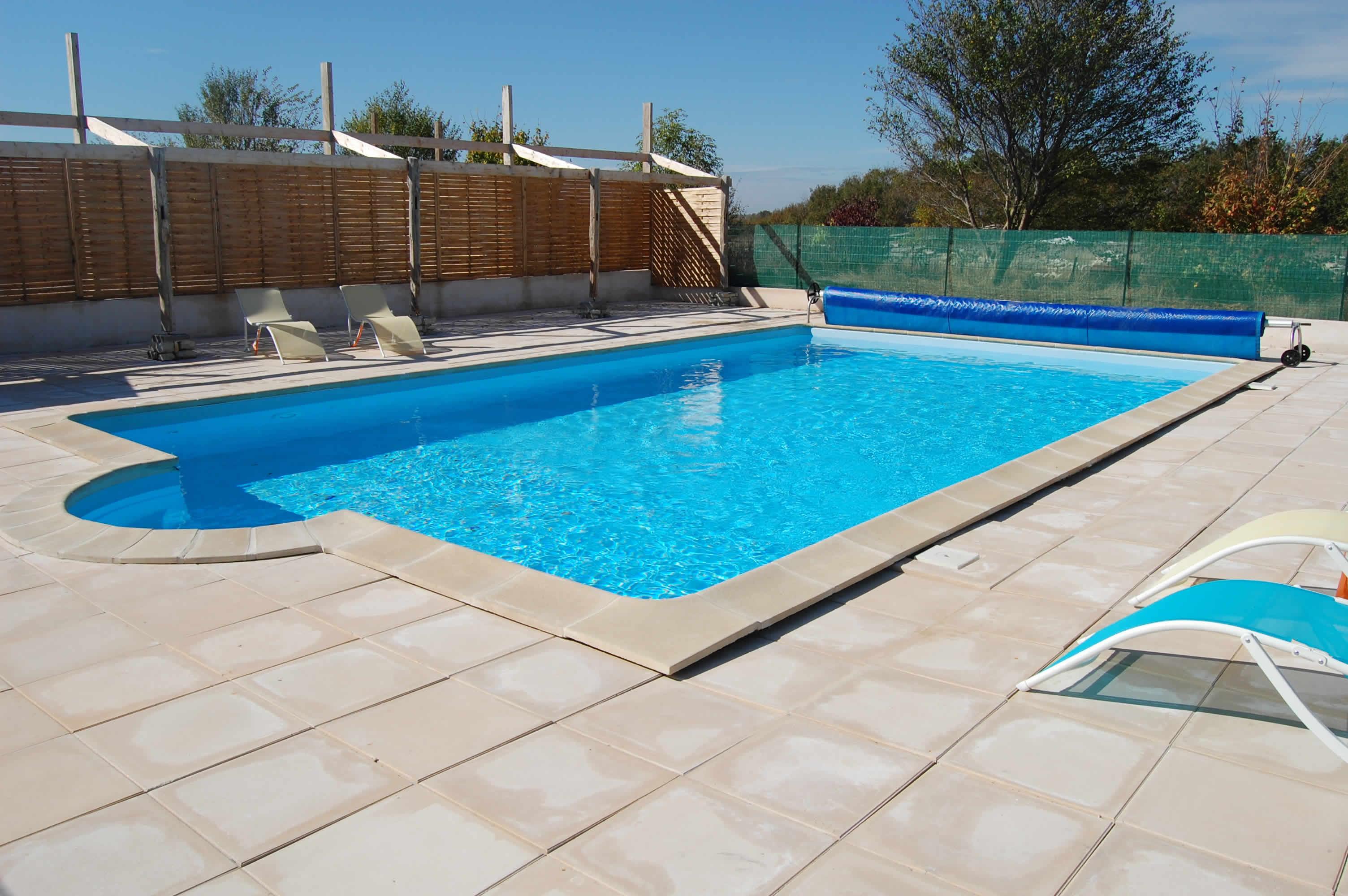 Gite avec piscine pr s de la rochelle pour 8 12 personnes for Piscine de la rochelle